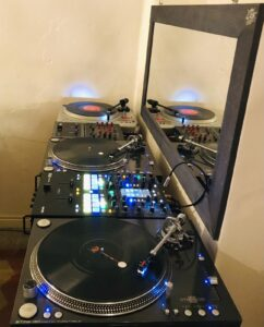 SCUOLA DJ PRO,TURNTABLIST, PRODUCER, SONG WRITER, REMIXER | Grande Madre Aliena Studio